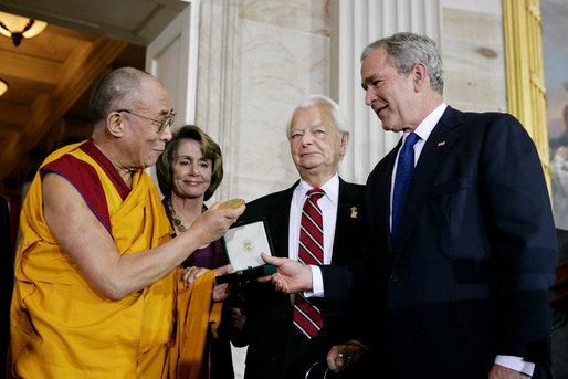 Bush,_Byrd_and_Pelosi_awarding_the_Dalai_Lama